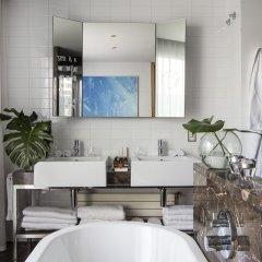 Отель ME Madrid Reina Victoria ванная