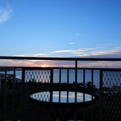 Апартаменты Umi No Mieru Apartment Центр Окинавы балкон