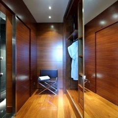 Отель Eurostars Madrid Tower Мадрид сейф в номере