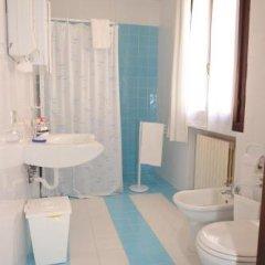 Отель Affittacamere Due Mori Италия, Региональный парк Colli Euganei - отзывы, цены и фото номеров - забронировать отель Affittacamere Due Mori онлайн ванная фото 2