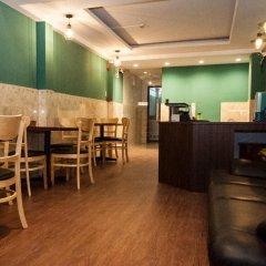 Отель The Prince of Whales Hostel & Bar Вьетнам, Хошимин - отзывы, цены и фото номеров - забронировать отель The Prince of Whales Hostel & Bar онлайн питание