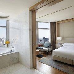 Отель Marriott Sukhumvit Бангкок комната для гостей фото 2