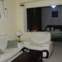 Отель Jasmine leaves furnished apartments Иордания, Амман - отзывы, цены и фото номеров - забронировать отель Jasmine leaves furnished apartments онлайн комната для гостей фото 5