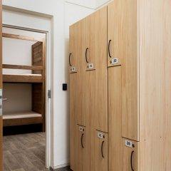 IM Easy Housing Hostel Прага сейф в номере