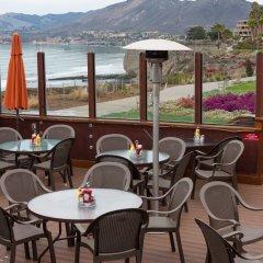 Отель Spyglass Inn гостиничный бар