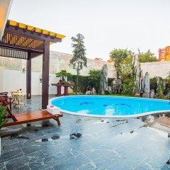New Era Hotel and Villa бассейн