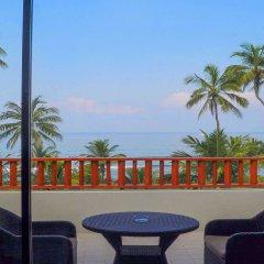 Отель Blue Water Club Suites пляж