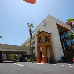 Отель Quality Inn & Suites Los Angeles Airport - LAX парковка