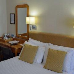 Best Western Kings Manor Hotel сейф в номере