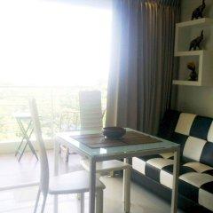 Апартаменты Wongamat Privacy By Good Luck Apartments Паттайя комната для гостей