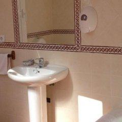 Отель Hostal Atenas ванная