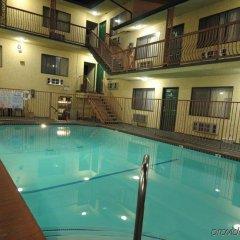 Отель Hollywood Inn Express North Лос-Анджелес бассейн фото 2