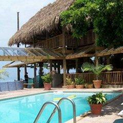 Отель Sea Splash Resort бассейн