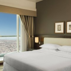 Отель Four Points by Sheraton Sheikh Zayed Road, Dubai комната для гостей фото 3