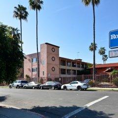 Отель Rodeway Inn Convention Center США, Лос-Анджелес - отзывы, цены и фото номеров - забронировать отель Rodeway Inn Convention Center онлайн парковка
