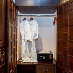 Отель Nipa Resort сейф в номере