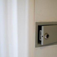 Hotel Mamy Римини сейф в номере