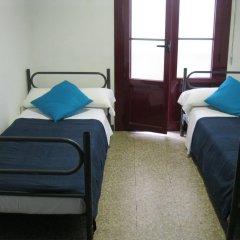 Ideal Youth Hostel комната для гостей