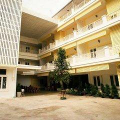 Sri Krungthep Hotel парковка
