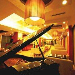Отель Shanghai Airlines Travel Hotel Китай, Шанхай - 1 отзыв об отеле, цены и фото номеров - забронировать отель Shanghai Airlines Travel Hotel онлайн гостиничный бар