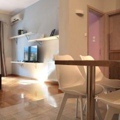Отель Jacuzzi Chilling Apt In Koukaki Афины в номере