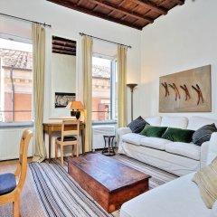 Апартаменты Trevi Stylish Apartment Рим комната для гостей фото 4