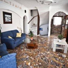 Отель Holiday Beach Resort Греция, Остров Санторини - отзывы, цены и фото номеров - забронировать отель Holiday Beach Resort онлайн интерьер отеля
