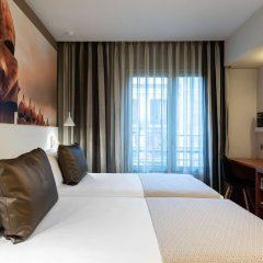 Отель Catalonia La Pedrera сейф в номере