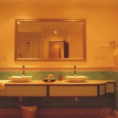 Отель The LaLiT Golf & Spa Resort Goa ванная фото 2