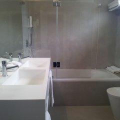 Отель Baia Португалия, Кашкайш - 1 отзыв об отеле, цены и фото номеров - забронировать отель Baia онлайн ванная