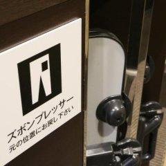 Hotel Livemax Tokyo Bakurocho Токио сейф в номере