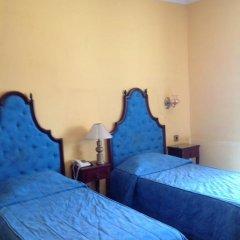 Hotel Castille сейф в номере