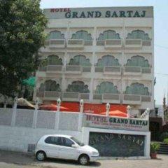 Отель Grand Sartaj Hotel Индия, Нью-Дели - отзывы, цены и фото номеров - забронировать отель Grand Sartaj Hotel онлайн вид на фасад