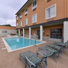 Отель Comfort Inn & Suites Frisco - Plano бассейн