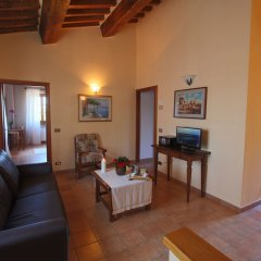 Отель Elegant Farmhouse in Campriano With Swimming Pool Ареццо комната для гостей фото 3