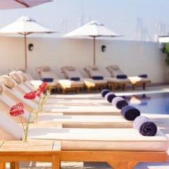 Отель Movenpick Hotel & Apartments Bur Dubai ОАЭ, Дубай - отзывы, цены и фото номеров - забронировать отель Movenpick Hotel & Apartments Bur Dubai онлайн бассейн фото 2