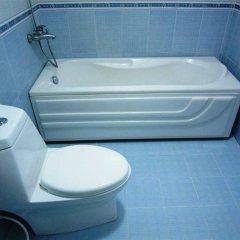 Отель Queen Bee Hotel Вьетнам, Хошимин - отзывы, цены и фото номеров - забронировать отель Queen Bee Hotel онлайн ванная