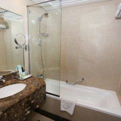 Отель Al Hamra Hotel ОАЭ, Шарджа - отзывы, цены и фото номеров - забронировать отель Al Hamra Hotel онлайн ванная