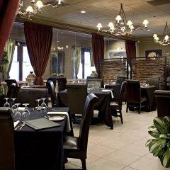 Отель Carriage House Inn Канада, Калгари - отзывы, цены и фото номеров - забронировать отель Carriage House Inn онлайн питание