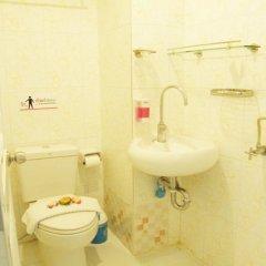 Отель Sooi-Tee Guest House 2 Таиланд, Паттайя - отзывы, цены и фото номеров - забронировать отель Sooi-Tee Guest House 2 онлайн ванная фото 2