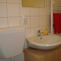 Отель Bermuda Triangle B&B Германия, Кёльн - отзывы, цены и фото номеров - забронировать отель Bermuda Triangle B&B онлайн ванная фото 2