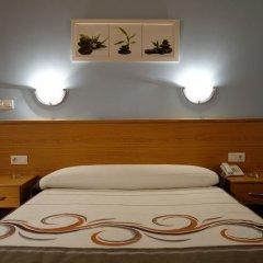 Hotel Reyes de León сейф в номере