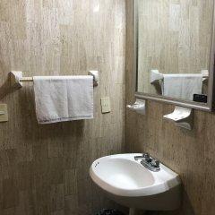 Отель Arboledas Expo Мексика, Гвадалахара - отзывы, цены и фото номеров - забронировать отель Arboledas Expo онлайн ванная
