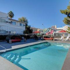 Отель The Downtowner США, Лас-Вегас - 1 отзыв об отеле, цены и фото номеров - забронировать отель The Downtowner онлайн бассейн фото 2