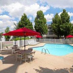 Отель Hawthorn Suites By Wyndham Airport Columbus East Колумбус бассейн