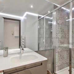 Отель Guest Trotter Chaillot Франция, Париж - отзывы, цены и фото номеров - забронировать отель Guest Trotter Chaillot онлайн ванная фото 2