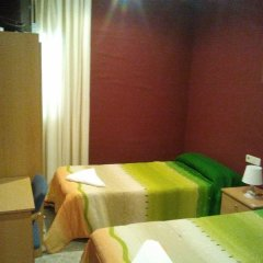Отель Hostal Emilio Barajas Мадрид комната для гостей