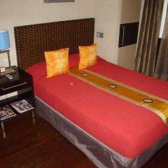 Отель Madrid House сейф в номере