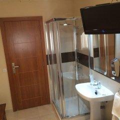 Отель Hostal Aeropuerto Мадрид ванная