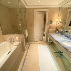 Отель Four Seasons George V Париж ванная фото 2